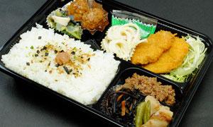 ご飯も大盛り、おかずも大盛りにした日替わり弁当 … 700円