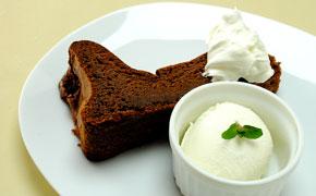 チョコレートケーキ … 400円