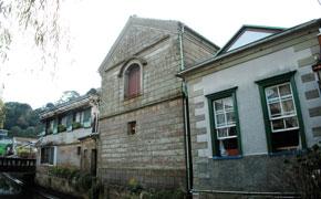 築150年の伊豆石作りの洋館を利用したページワン