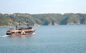 下田港を一周する黒船の遊覧船