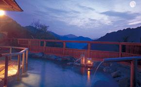 源泉掛け流しの湯 観音温泉の露天風呂