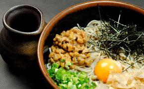 納豆そば、うどん … 830円