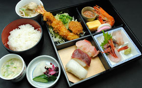 松花堂(桜) … 1,680円