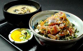お腹大満足のアジのたたき丼 1,380円