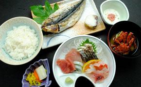 干物とさしみ定食 … 1,550円
