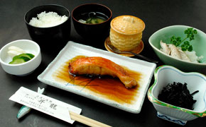 金目煮付け定食 … 1,945円