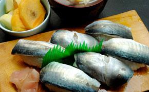 さんまの押し寿司 … 6カン 500円