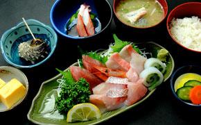 地魚刺身盛りあわせ定食 … 2,500円