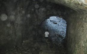 石畳のトンネル