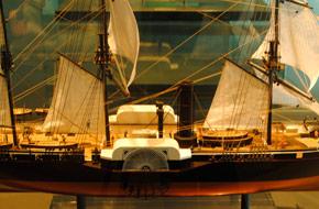 幕末 下田に来航した黒船の模型