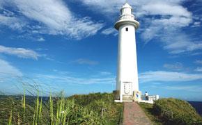 白く美しい爪木崎の灯台