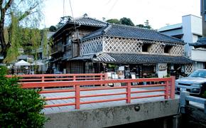 江戸時代からの古民家を利用しています。