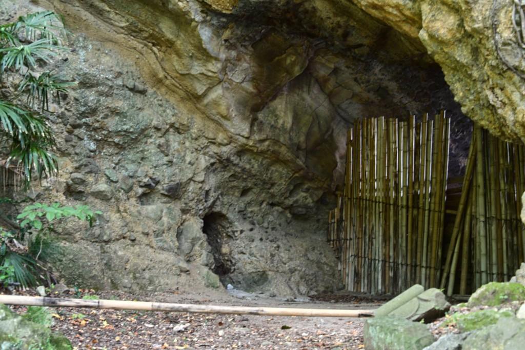 「パワースポット了仙寺の古墳時代の洞窟墓」