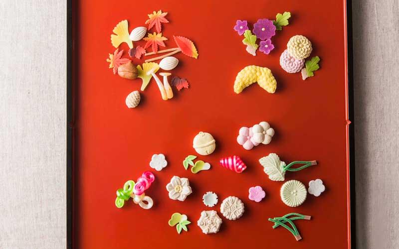 車澤社長がひとつひとつ、すべて手作業で生み出す四季折々の干菓子や飴細工。