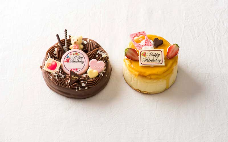 左から生チョコアントルメ5号2400円、チーズケーキ4号1400円。