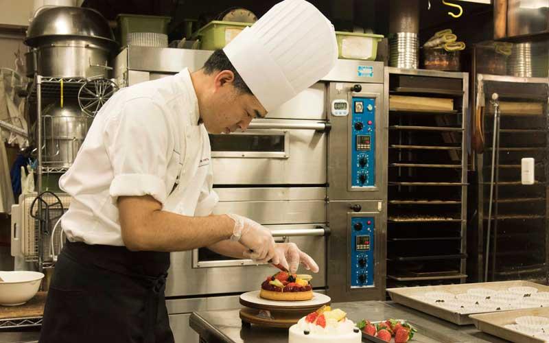 簾田シェフは<モンサンクレール>や<フレイ延齢堂>という一流洋菓子店で修行した経歴の持ち主。師匠に育ててもらったという気持ちを常に忘れずに、真摯にお菓子作りに向き合っているといいます。
