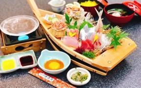 クリスタル石焼と大漁舟盛り刺身膳3,000円(税別)