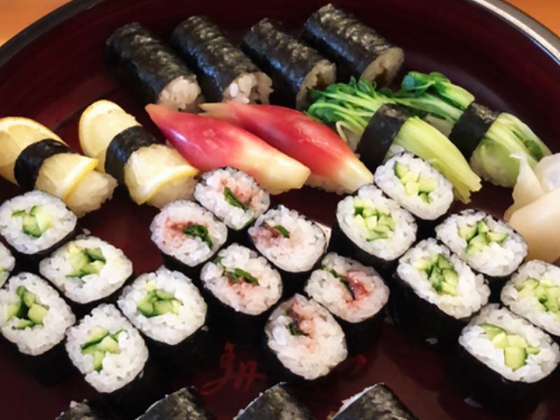 野菜寿司 1000円(税込)写真は2人前