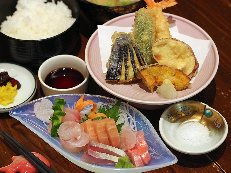 刺身定食2,200円(税別)