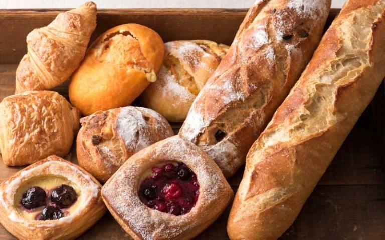 Fontaineのパン各種120円〜。